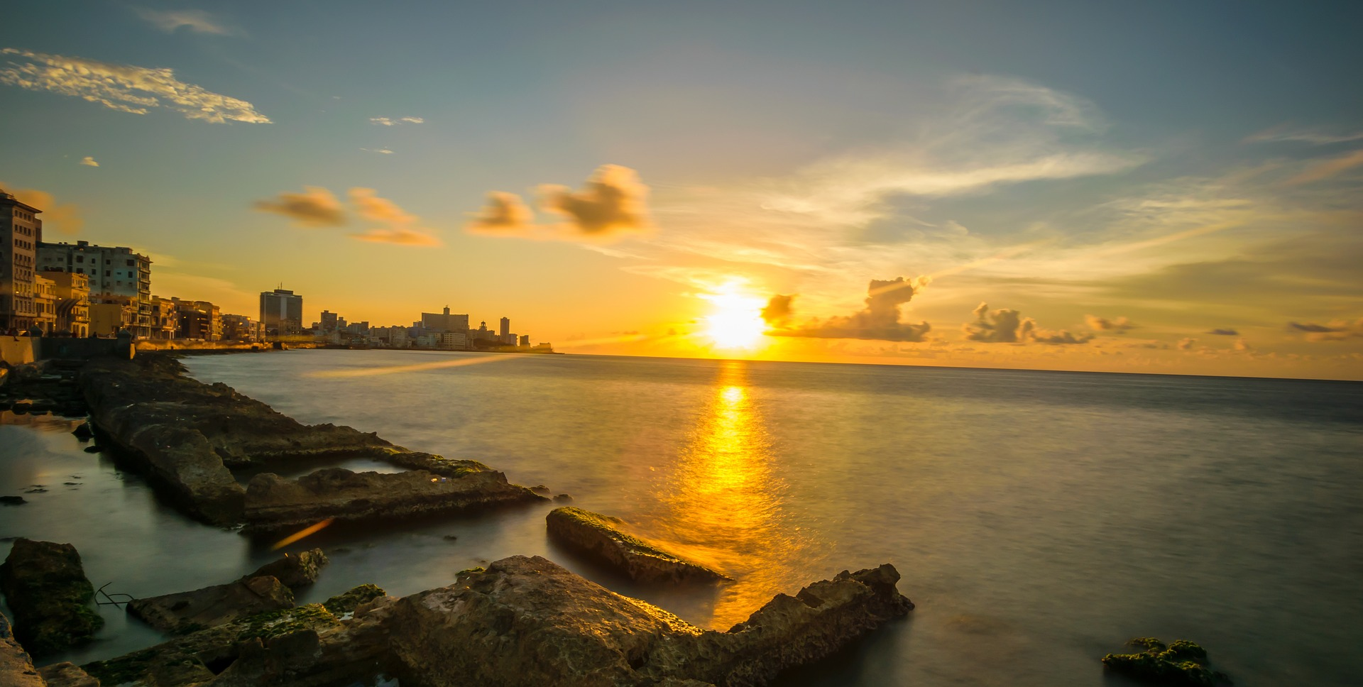 Malecon - promenada nadmorska Havana miasto nad zatoką Meksykańską, stolica Kuby
