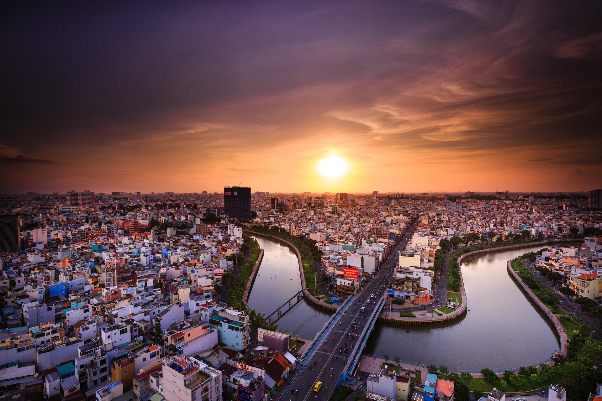 Ho Chi Minh największe miasto w Wietnamie inaczej Sajgon, położone na zachodnim brzegu rzeki Sajgon.
