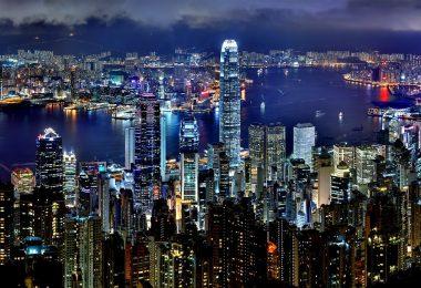 Hongkong wyspa położona na morzu Południowochińskim, przy ujściu Rzeki Perłowej.