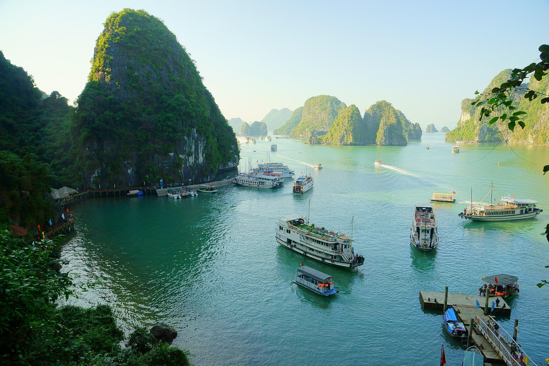 Zatoka Ha Long pływająca wioska w Wietnamie
