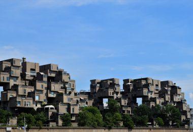 Budynek w Kanadzie. Budynek mieszkalny w Montrealu w Kanadzie. Składa się z 354 modułów, która łączna wysokość sięga 12 pięter.