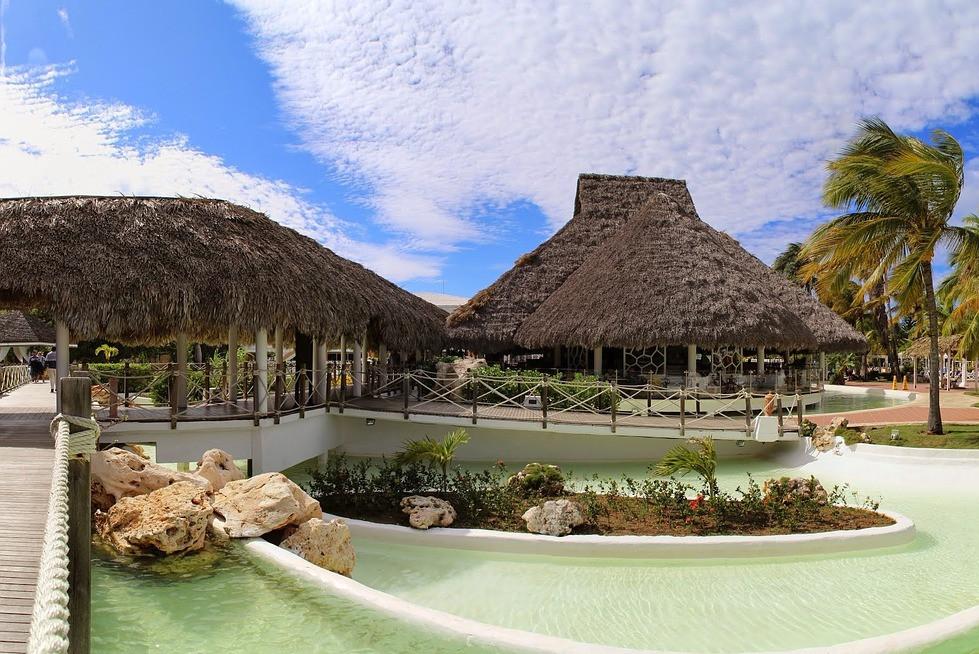 Aby wyjechać w takie miejsce warto mieć kartę turysty i można śmiało przylecieć do Kuby
